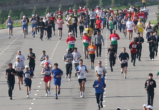 Half marathon and kite festival organized to mark Tajik Capital City Day