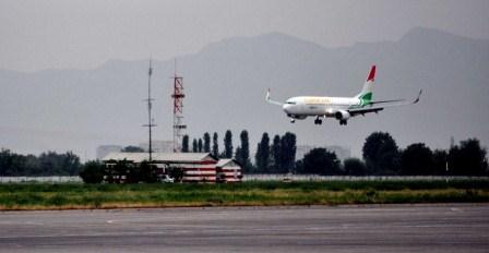 БЕЗОПАСНОСТЬ ПАССАЖИРОВ – ГЛАВНЕЕ ВСЕГО. В Таджикистане Boeing 737-300, летевшему в Москву, пришлось совершить экстренную посадку