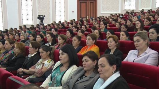 Дар шаҳри Хоруғ бо ширкати беш аз 2 ҳазор нафар бонувон Рӯзи Модар таҷлил шуд